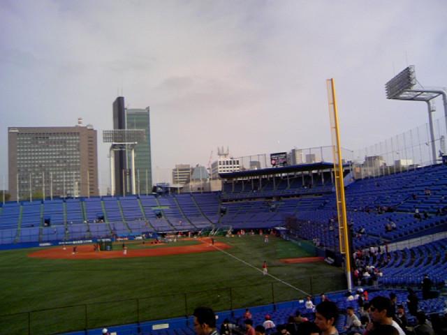 今日は神宮球場です。